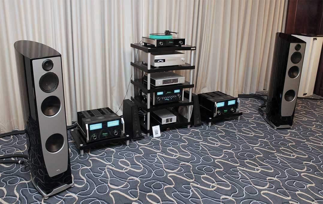 Blick auf die Anlage im Raum von Audio Components