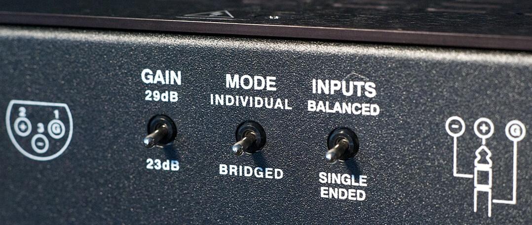 Bryston 3B³ Endverstärker Knebelschalter auf der Rückseite
