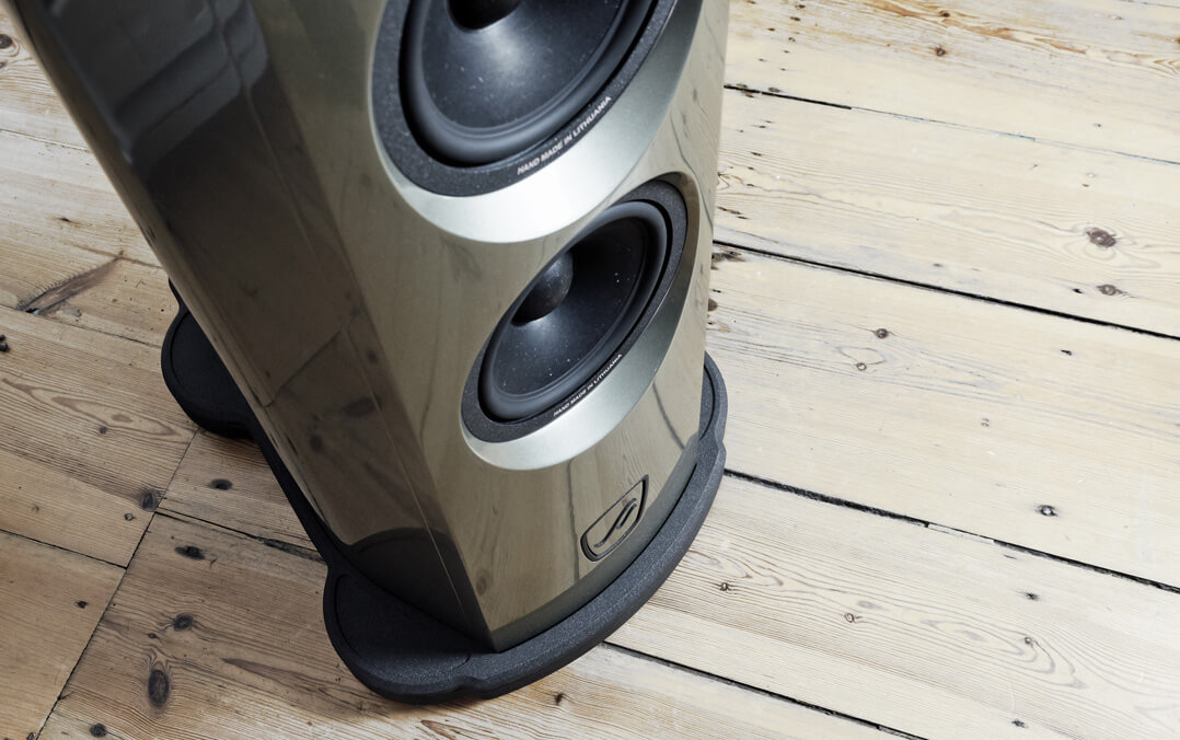 AudioSolutions Virtuoso M: Bass driver and foot section