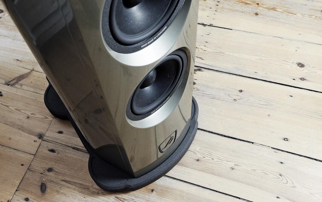 AudioSolutions Virtuoso M: Basstreiber und Fußteil