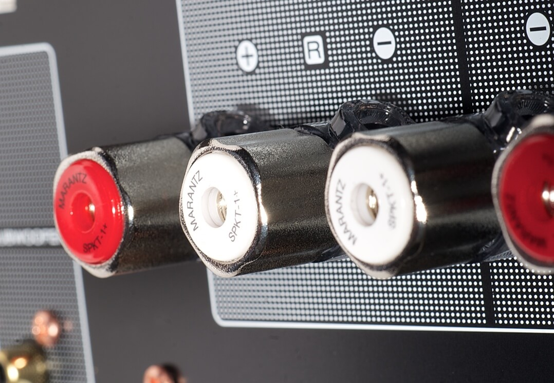 Marantz PM7000N Lautsprecheranschlüsse makro