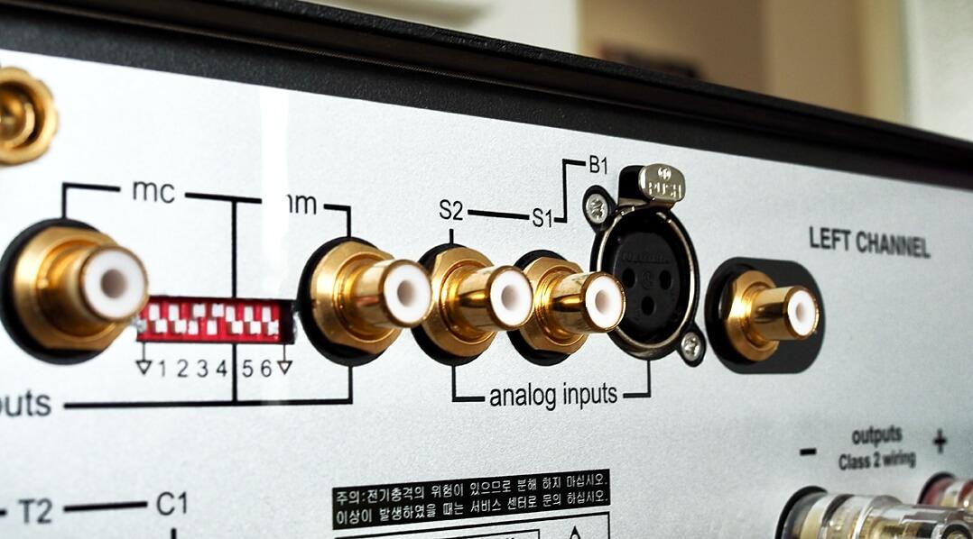 Am Mark Levinson No. 5805 finden MM- und MC-Tonabnehmer Anschluss