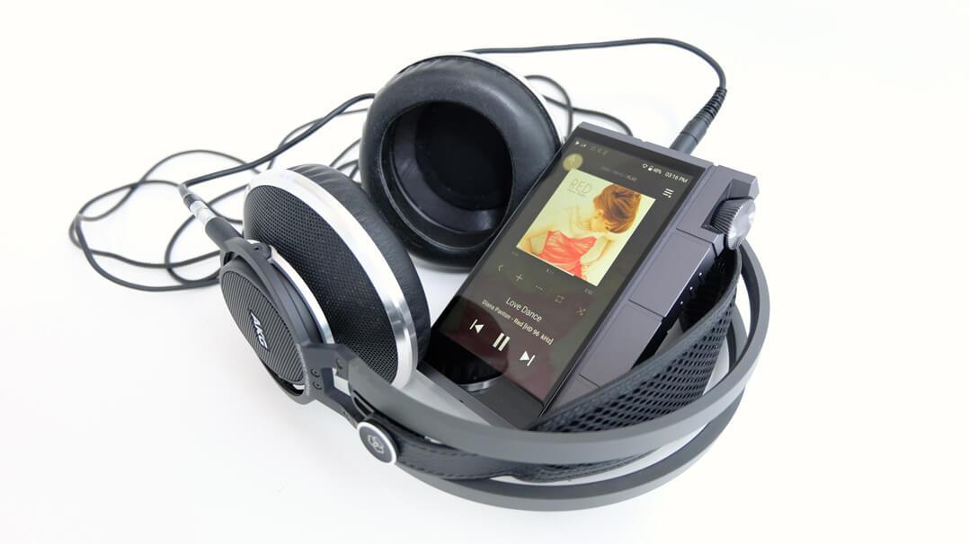 Astell & Kern KANN Cube mit Kopfhörer