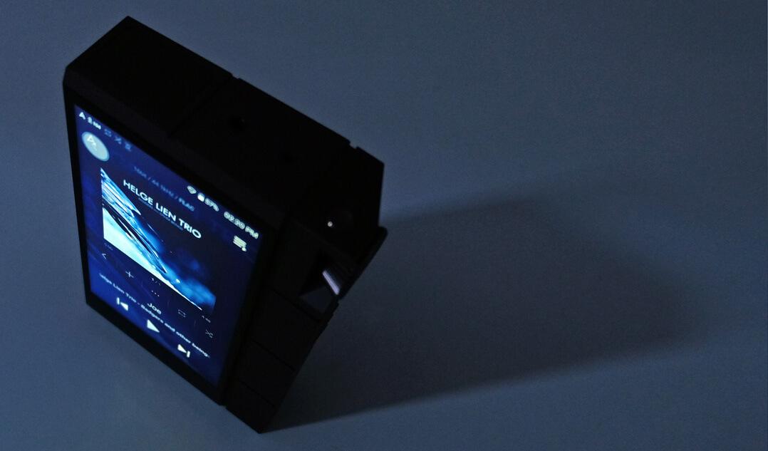 Astell & Kern KANN Cube im Dunkeln
