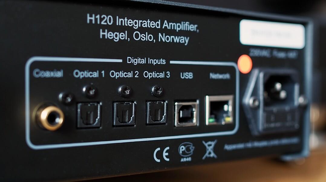 Blick auf die Digitaleingänge des Hegel H120