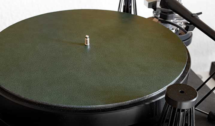 Levin Design Tellermatte: Lederseite in English Racing Green