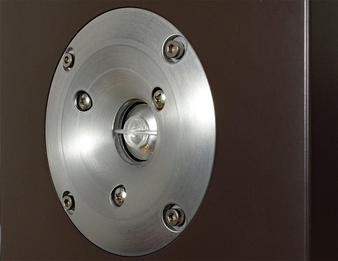 Der Hochtöner der Orbid Nandur besitzt einen kleinen Waveguide - das Kunststoffelement vor der Aluminiumkalotte soll ebenfalls zur Verbesserung des Abstrahlverhaltens beitragen