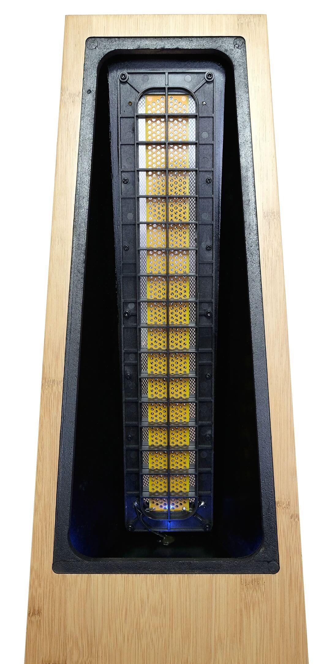 Der Elektrostat der Kingsound Queen V, von hinten betrachtet