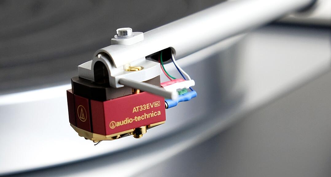 Beim Testmuster war ein Audio-Technica AT33EV vormontiert