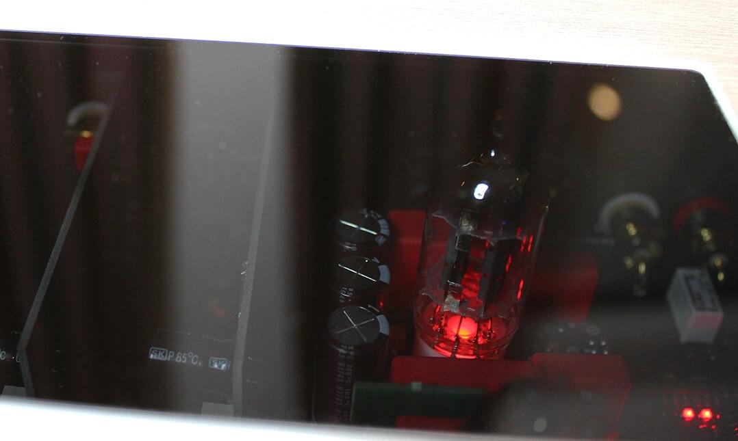 AVM Ovation PH 8.3 - Röhren im Betrieb