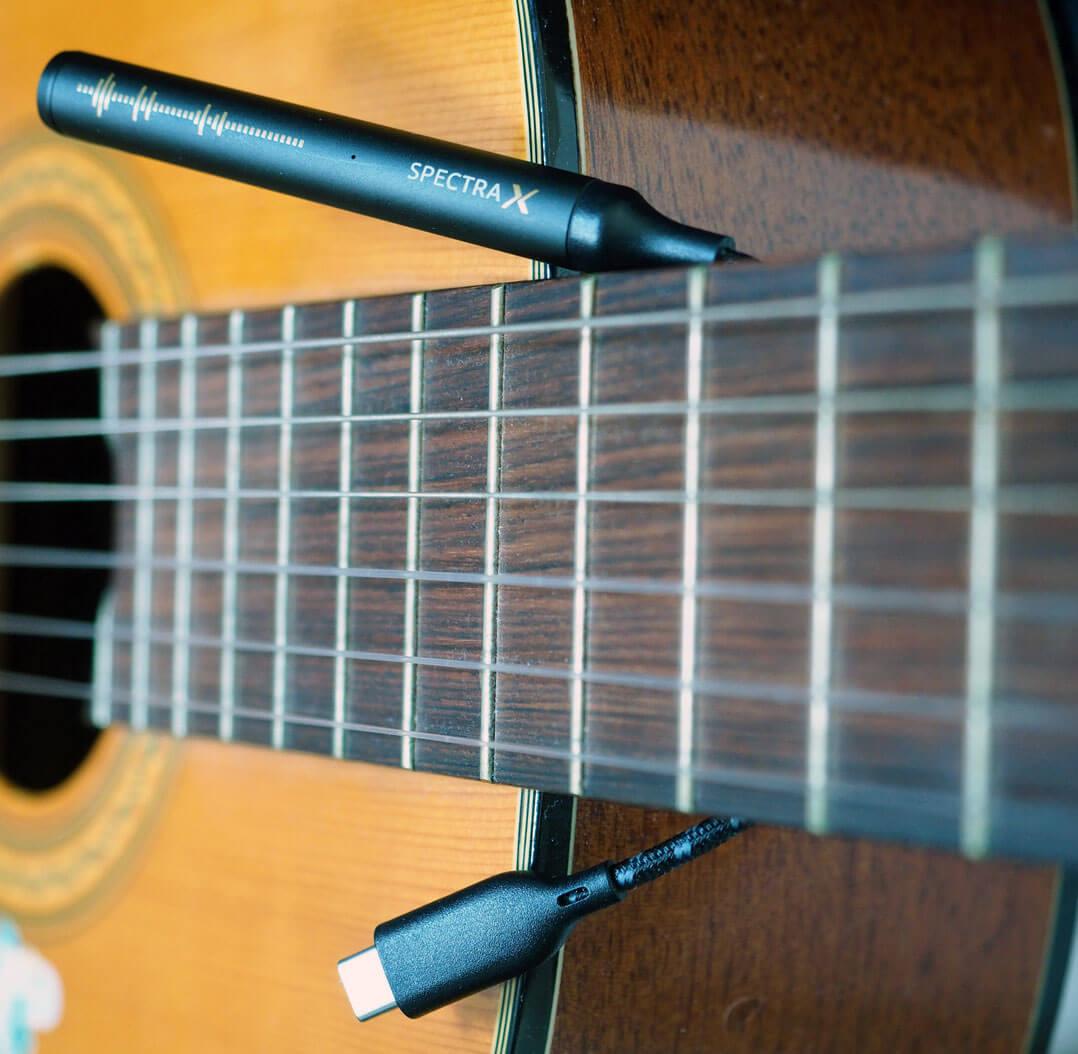 NextDrive Spectra X: mobiler DAC/Kopfhörerverstärker mit Gitarre