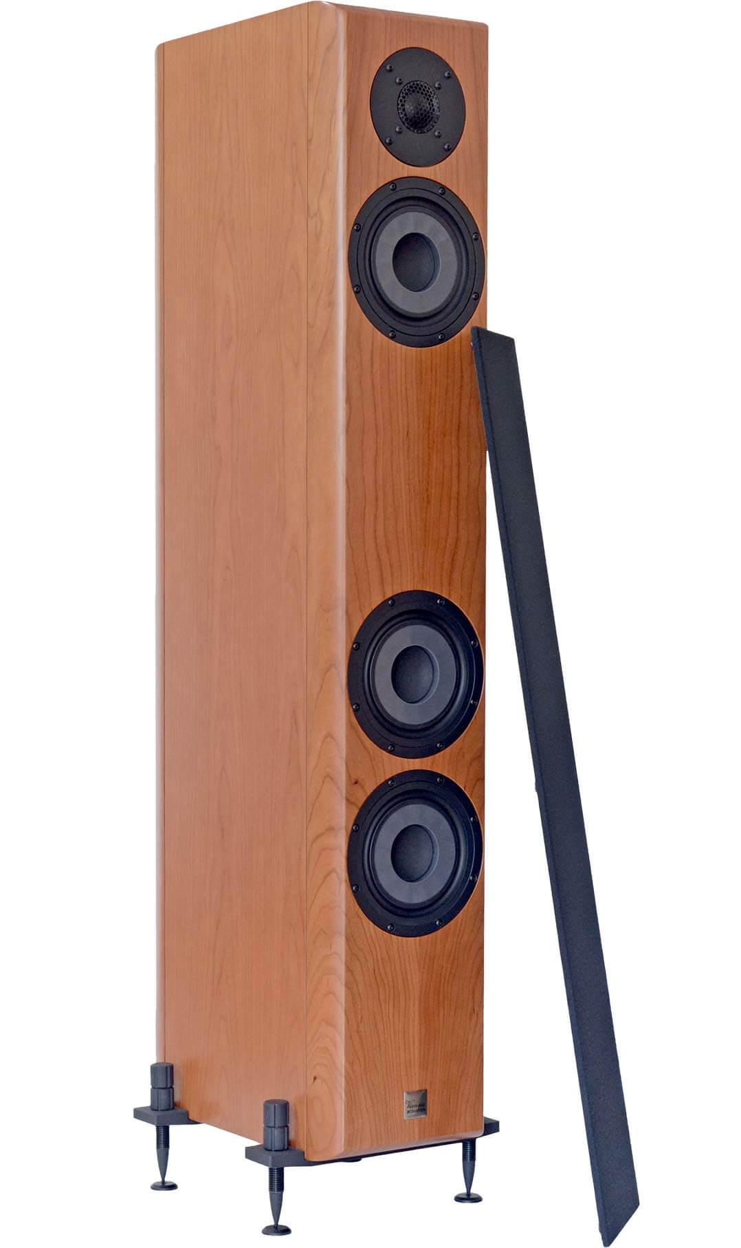 Die Vienna Acoustics Beethoven Baby Grand Reference kommt mit magnetisch haftenden Stoffabdeckungen