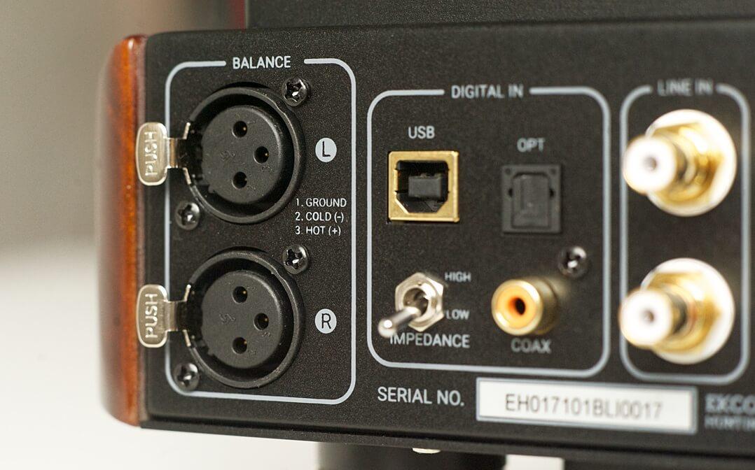 Neben drei Digitaleingängen besitzt der Ekco EVH auch zwei analoge. Ebenfalls zu sehen: der Impdeanz-Switch zur Anpassung an den zu betreibenden Kopfhörer