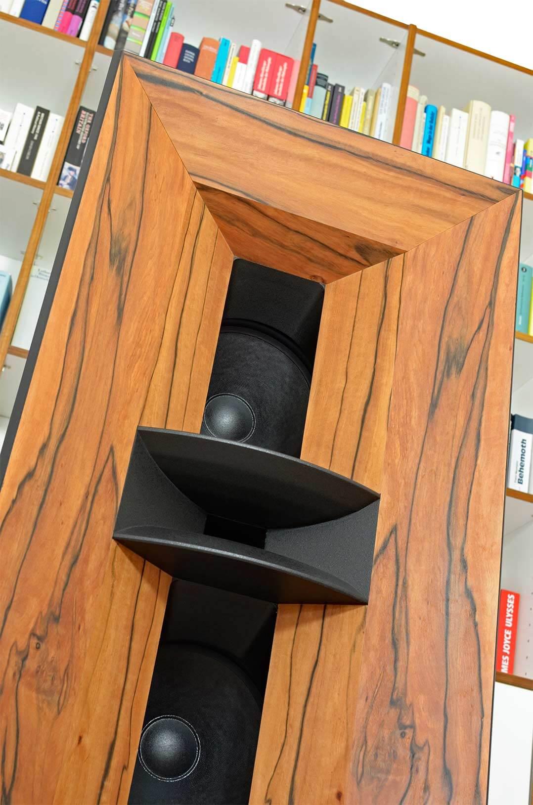 Die Blumenhofer Gran Gioia 2x10 besitzt zwei Hörner in koaxialer Anordnung