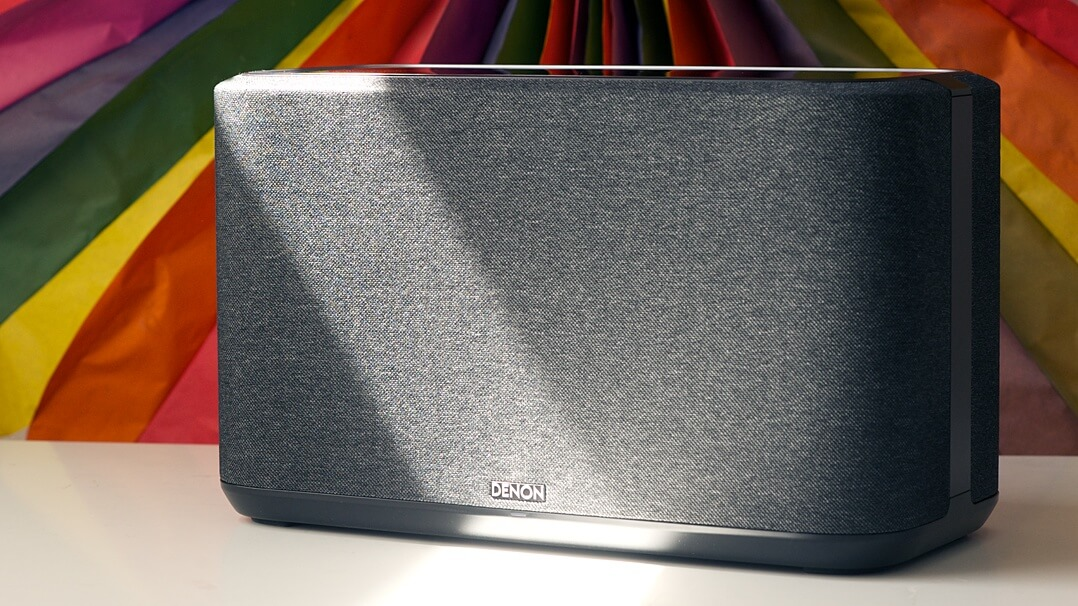 Denon Home 350 Streaming-Lautsprecher - Vorderseite mit Lichtschein