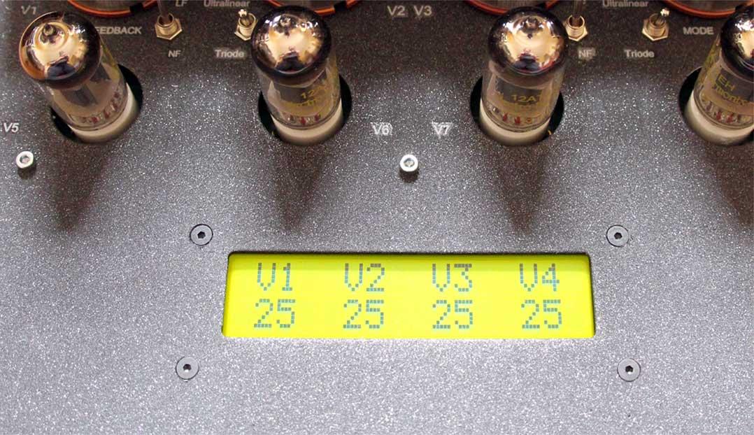 Das Punktmatrix-Display des Tsakiridis erleichtert die präzise Einstellung des Ruhestroms der Endröhren