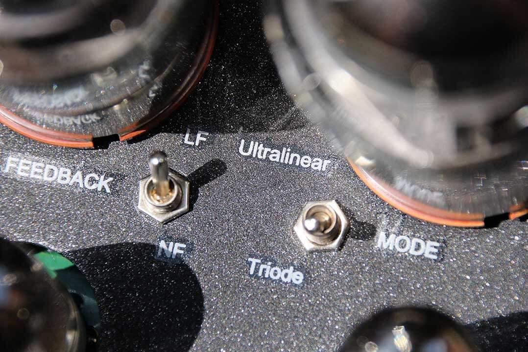 Das Klangbild des Tsakiridis Aeolos+ lässt sich durch die Einstellung der Betriebsart und der Gegenkopplung anpassen