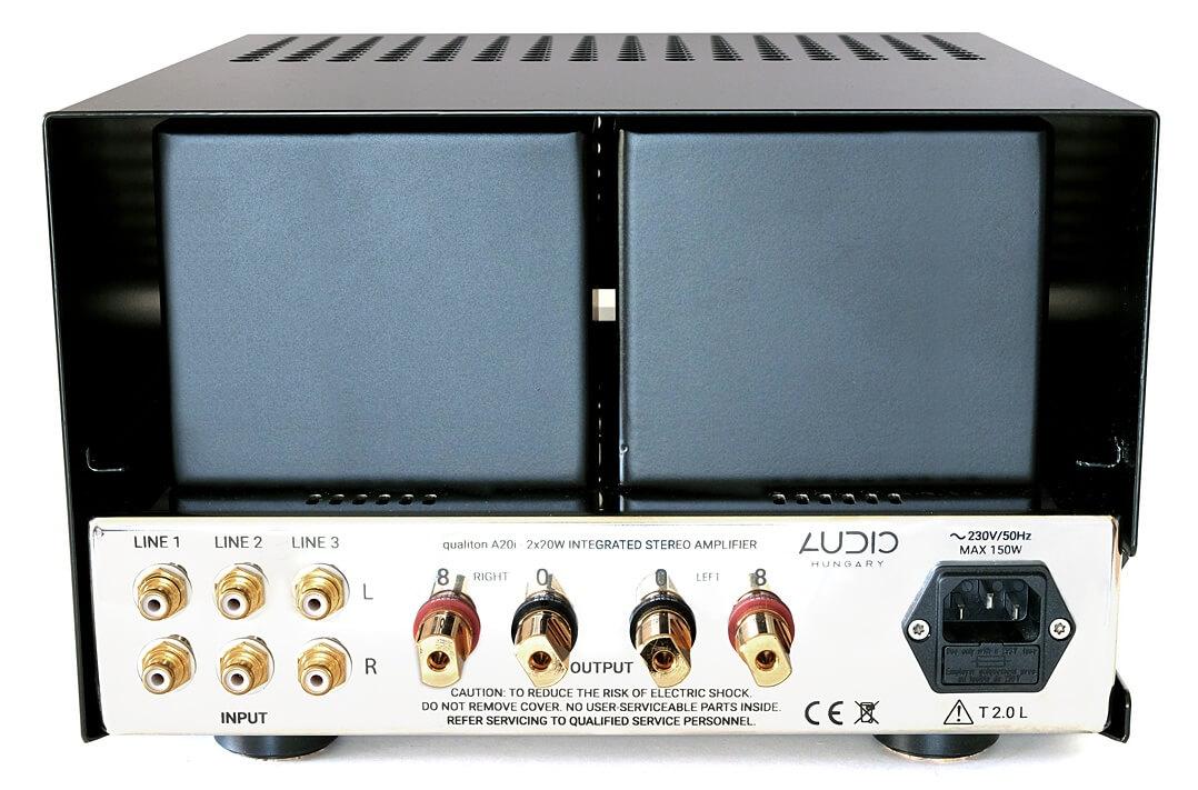Die Rückseite des Audio Hungary Qualiton A20i (mit aufgesetztem Röhrenschutz)
