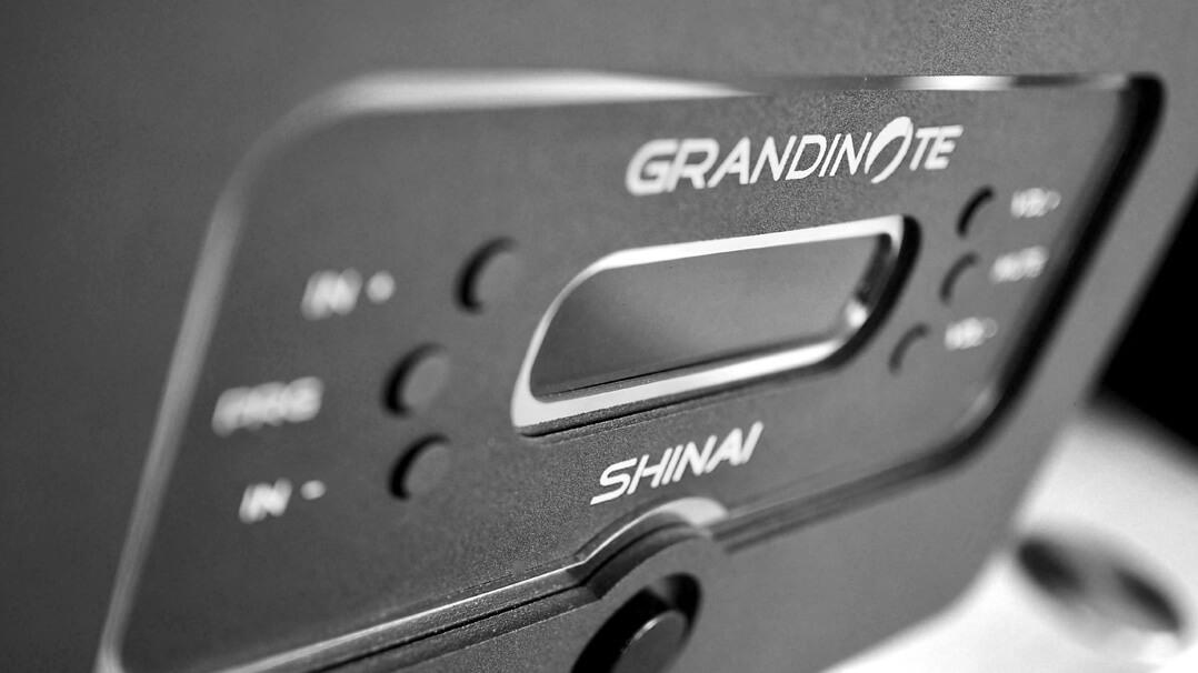 Grandinote Shinai Verstärker - Font seitlich mit Display