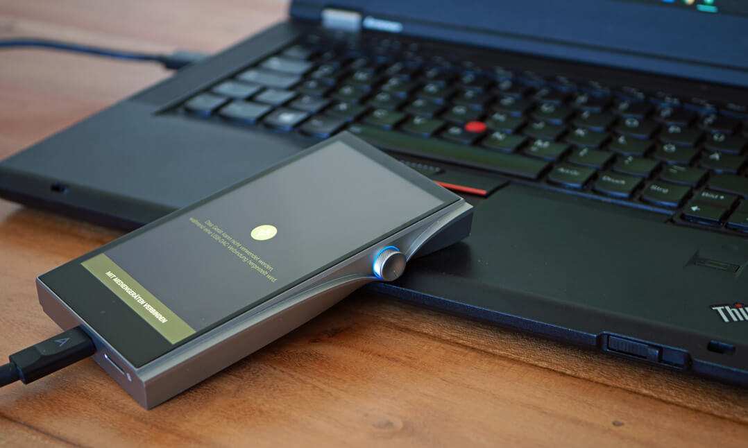 Astell & Kern A&futura SE200 mit Laptop