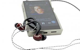 Astell & Kern A&futura SE200 mit In-Ear-Kopfhörern