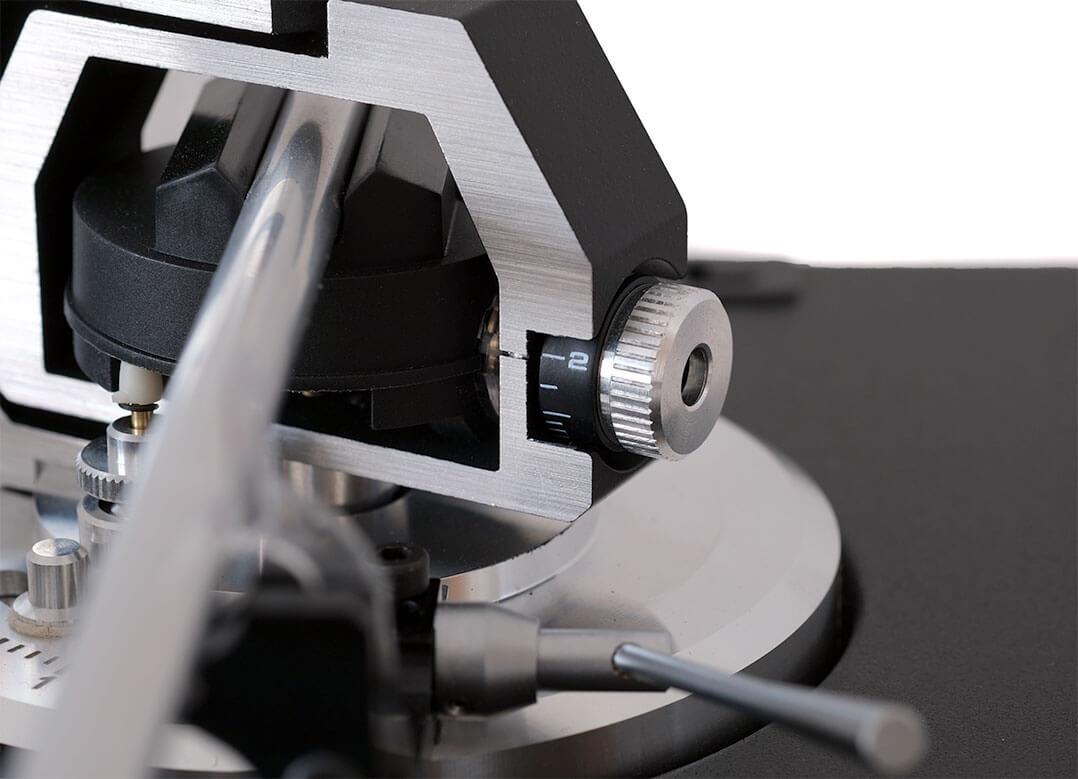 Die Auflagekraft wird beim Dual CS 600 MK2 mit Federkraft eingestellt