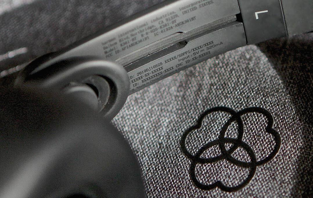 AKG-Logo auf Stoffbeutel des K361-BT