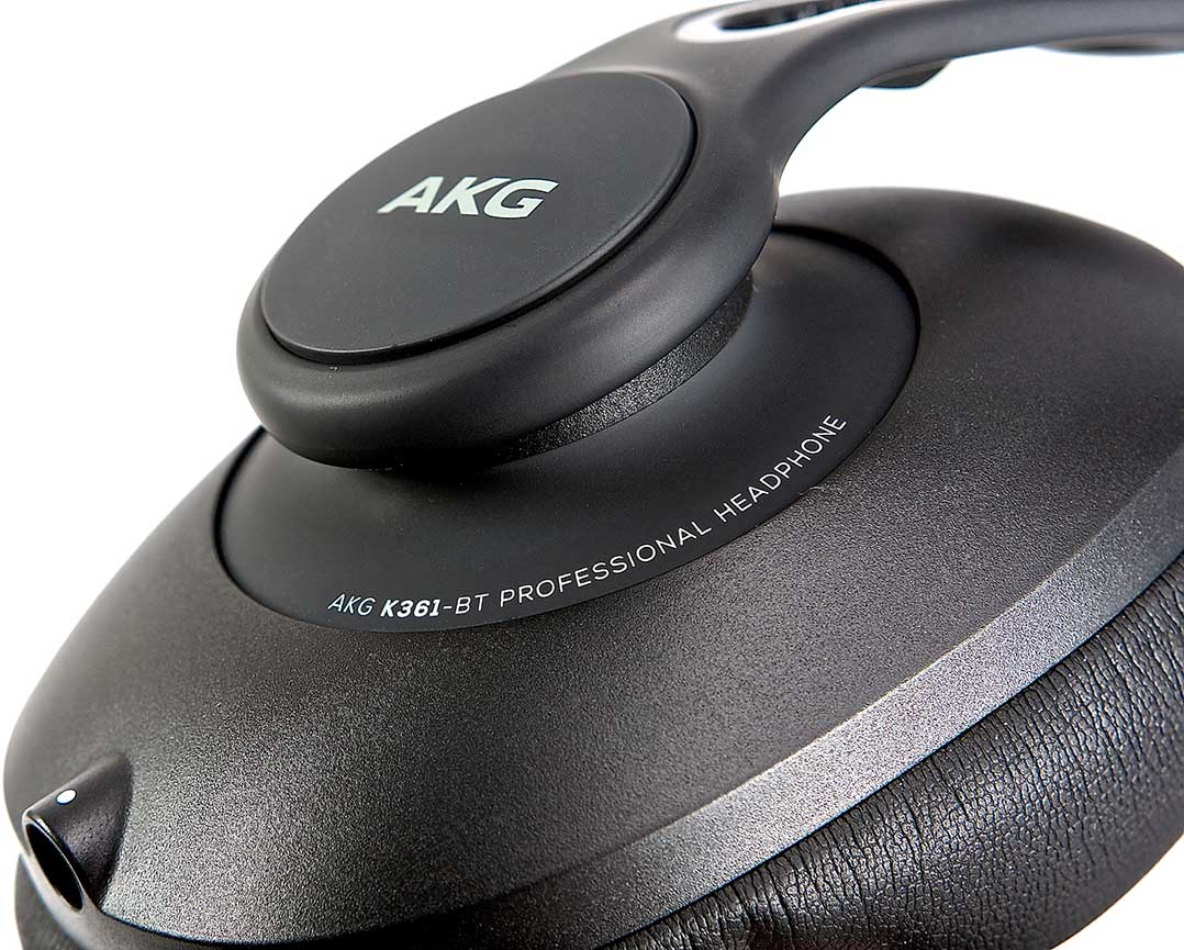Die Ohrmuscheln des AKG K361-BT sind flexibel gelagert, was für einen guten Sitz des Hörers beiträgt