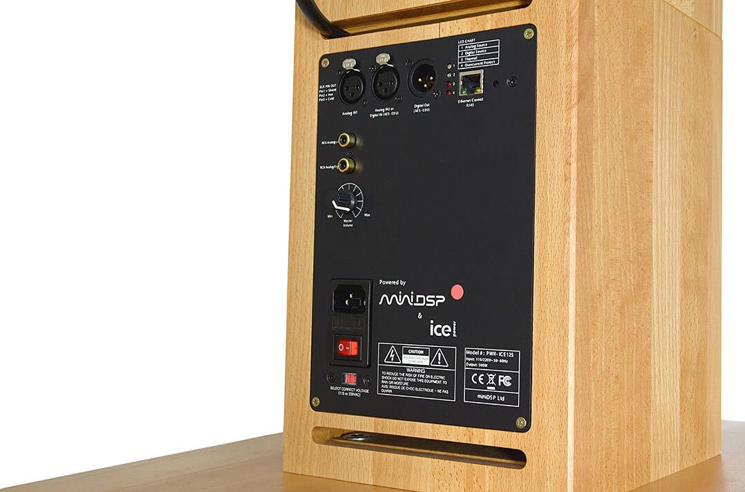 Die Elektronik der aktiven audiophile FAST cylindric steckt im Sockel