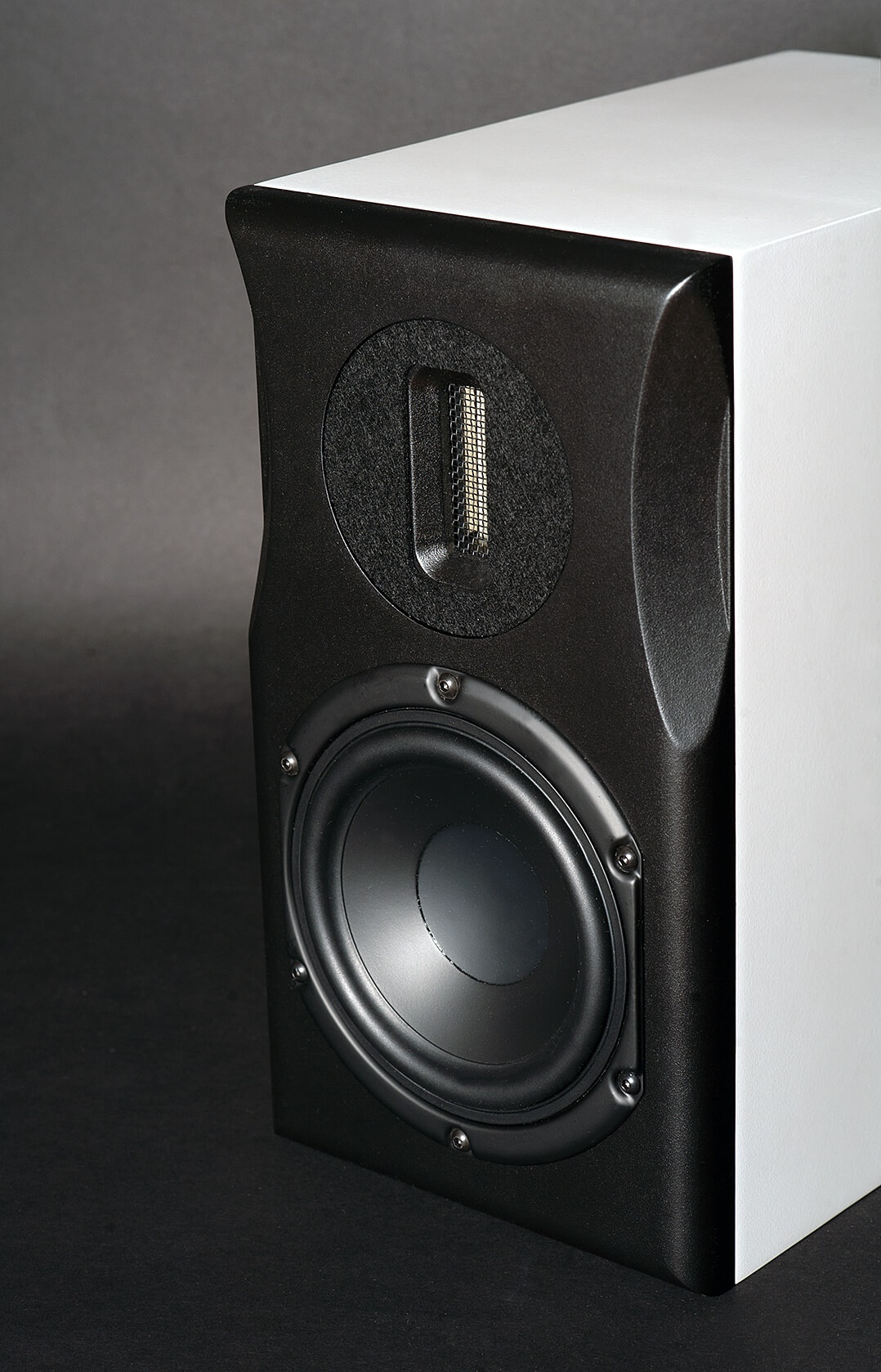 Neat Acoustics Ministra Lautsprecher - vorne und seitlich rechts
