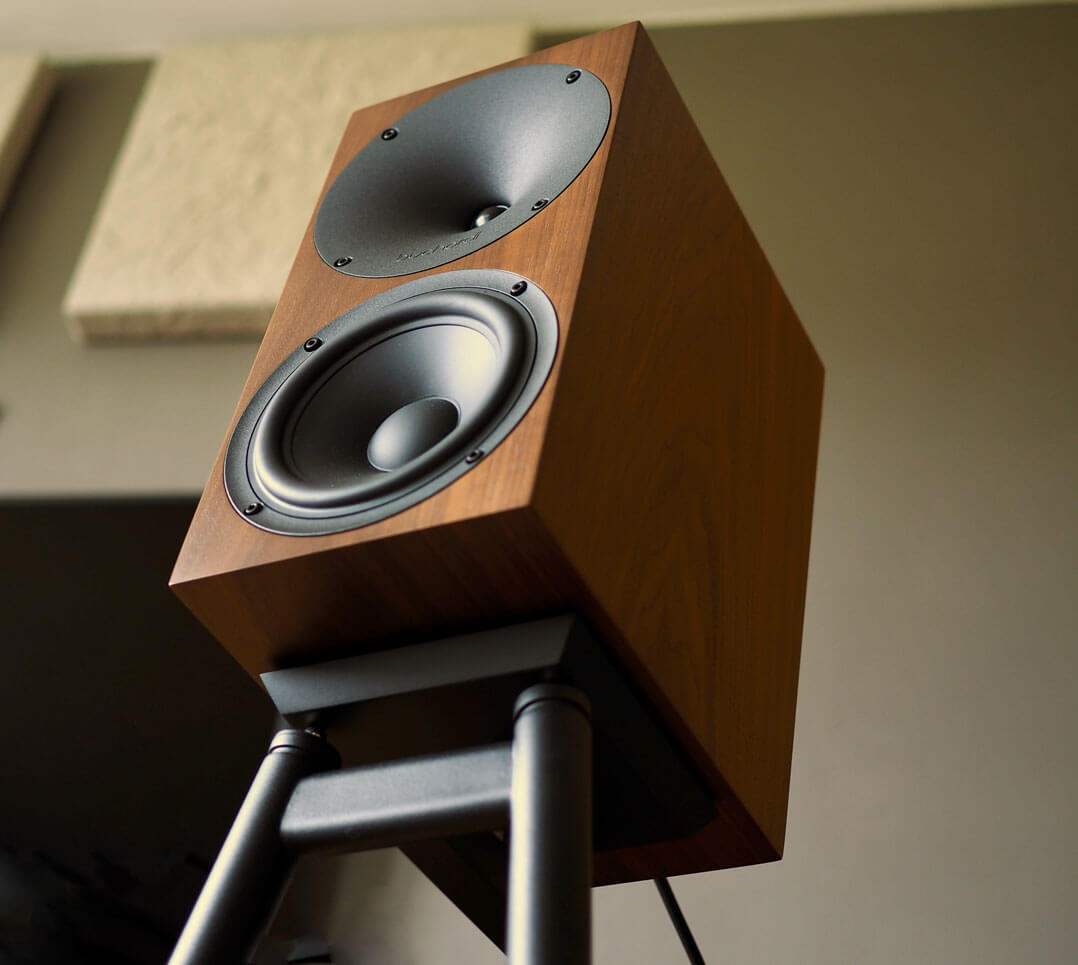 Buchardt A500 auf Lautsprecherständer