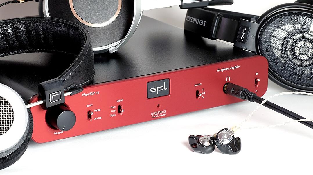 Der SPL Phonitor se mit einigen Kopfhörern, die während des Tests zum Einsatz kamen