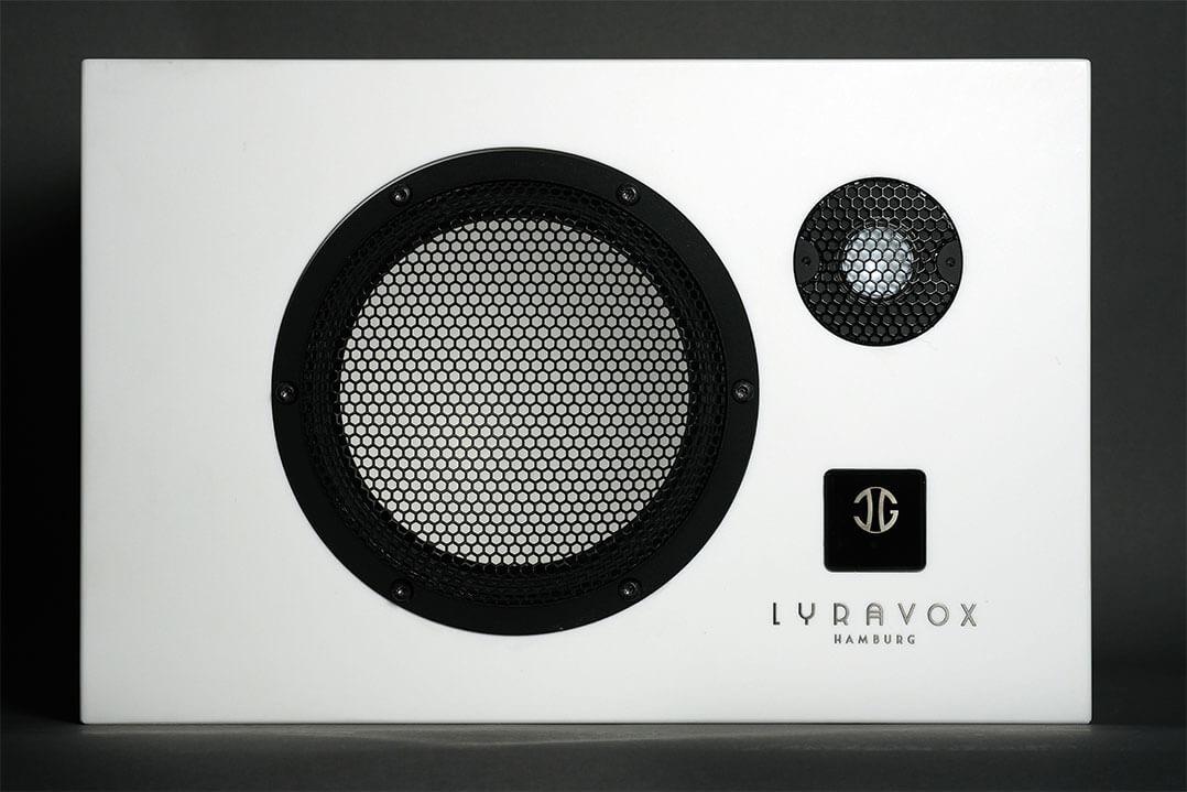 Die Front der Lyravox Karlson