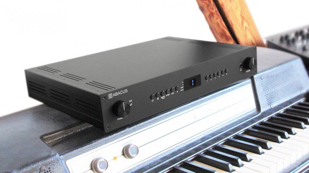 Abacus Preamp 14: Vorverstärker und Streamer mit Raumkorrekturfunktion