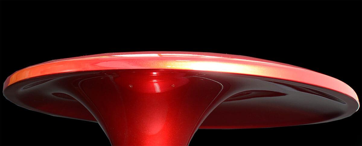 Das hypersphärische Acapella-Horn, seitlich betrachtet: Es wird aus glasfaserverstärktem Kunststoff gefertigt, im Innern steckten zudem resonanzdämmende Materialen