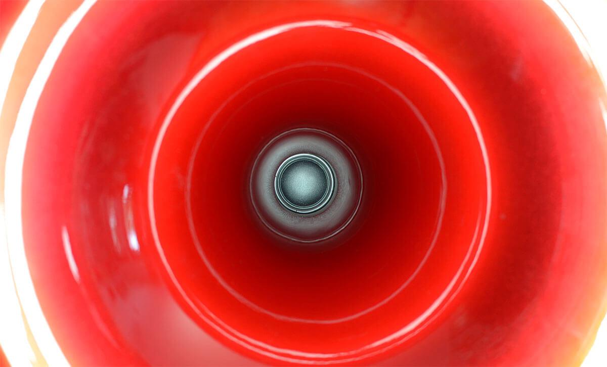 Blick ins Horn: Statt eines Kompressionstreibers setzt Acapella auf einen Hochtöner mit 1-Zoll-Gewebekalotte