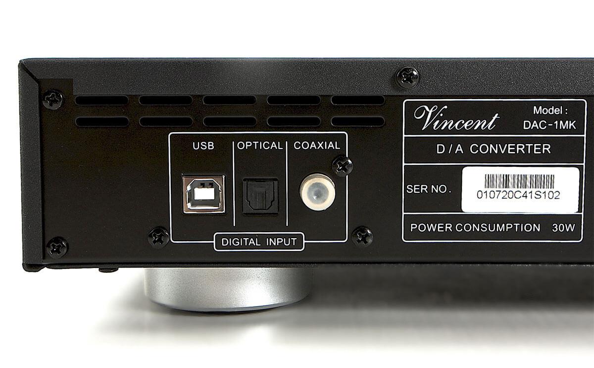 Der Vincent DAC-1MK kommt mit drei Eingängen: USB-B, Toslink und S/PDIF koaxial