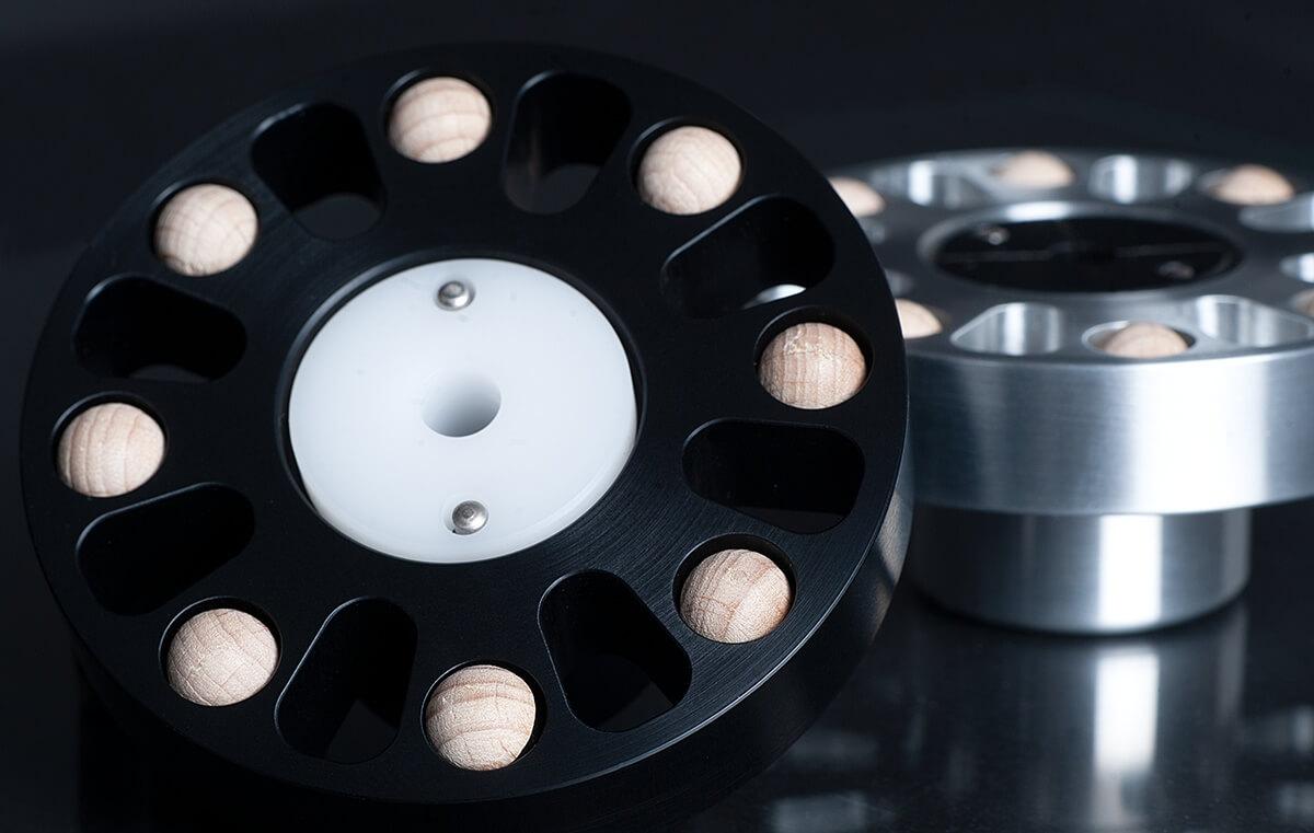 bFly-Audio Octopus, Unterseite mit acht Holz-Halbkugeln