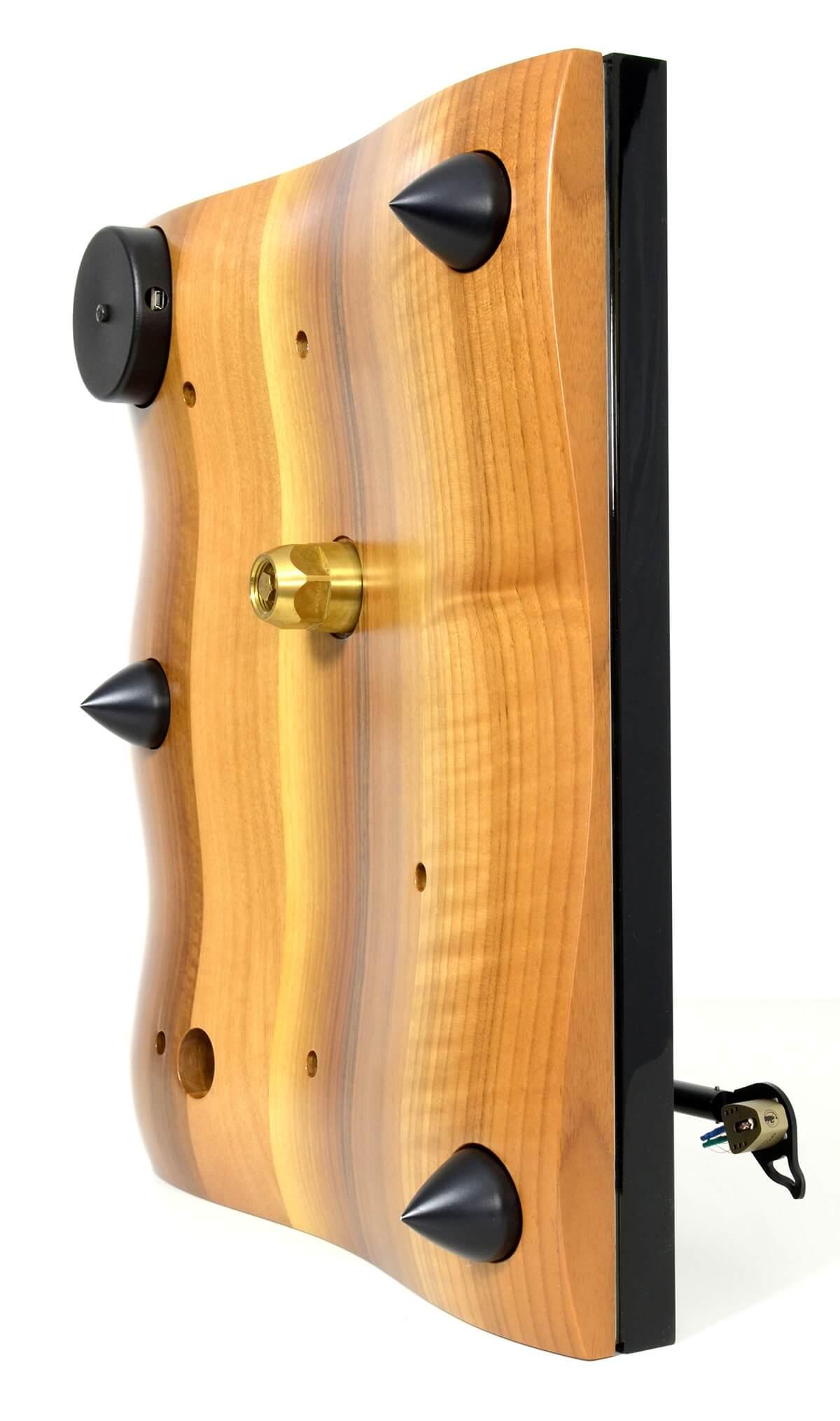 Der untere, wellenförmige Teil der Zarge des Gold Note Giglio