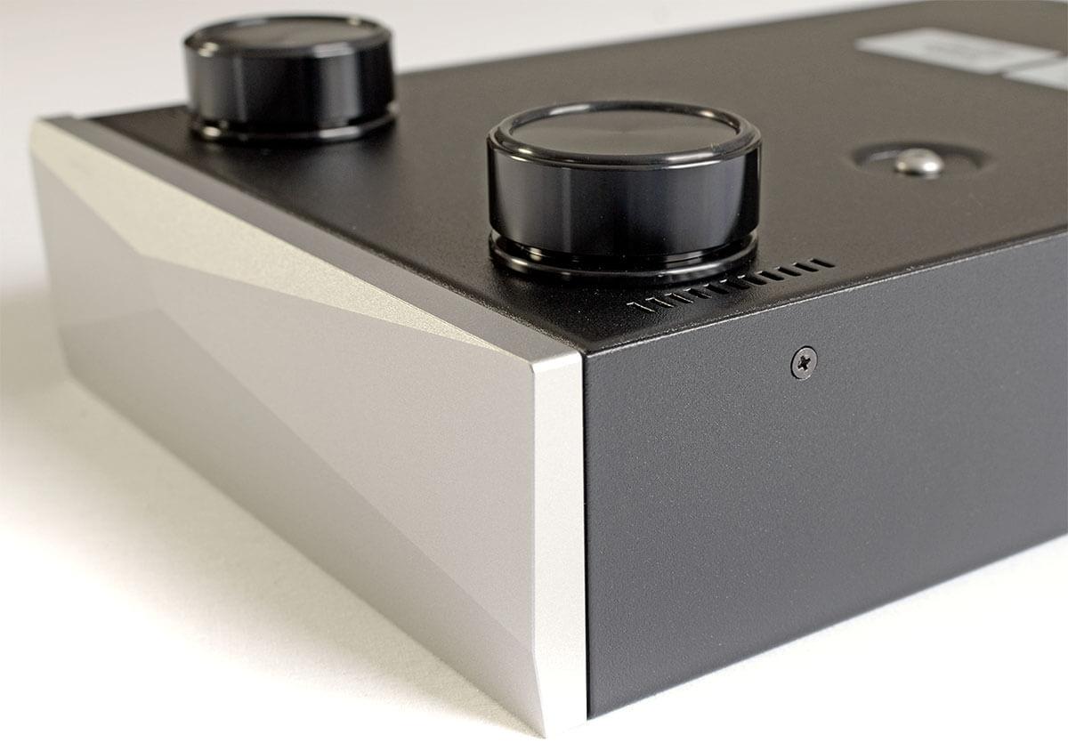 Kampf den Vibrationen: Der Innuos-Switch steht auf entkoppelnden Gerätefüßen