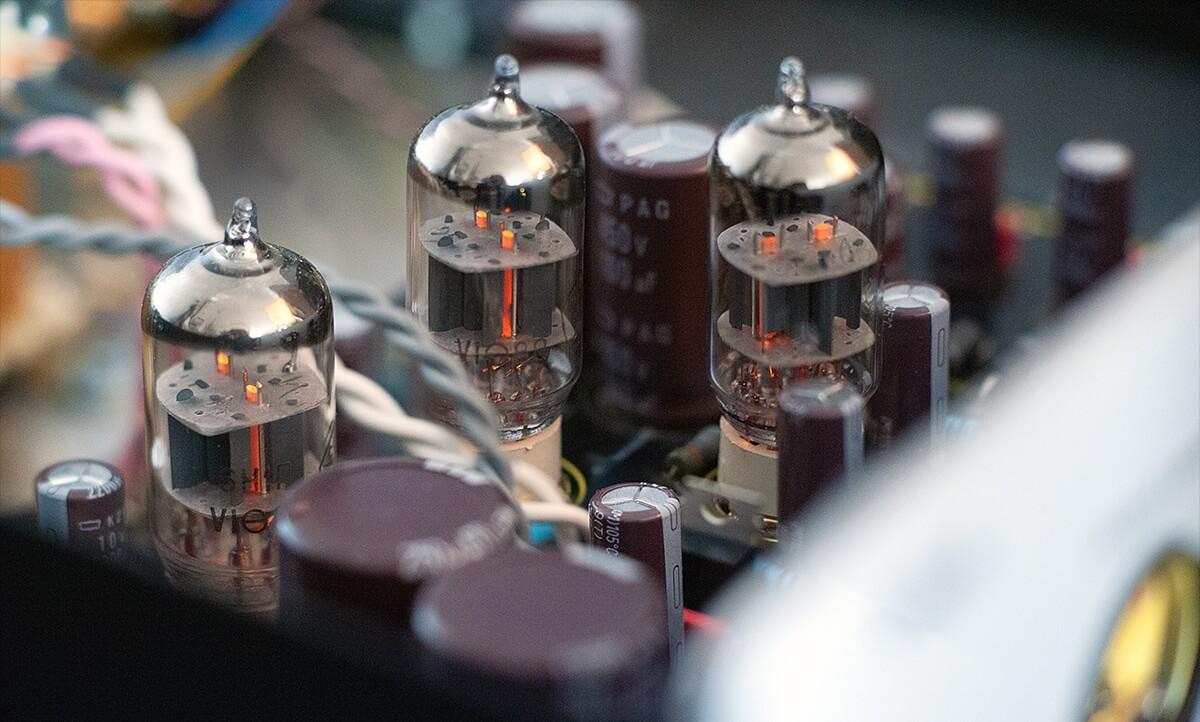 Im Lab12 hpa arbeiten drei Doppeltrioden vom Typ 6n1p