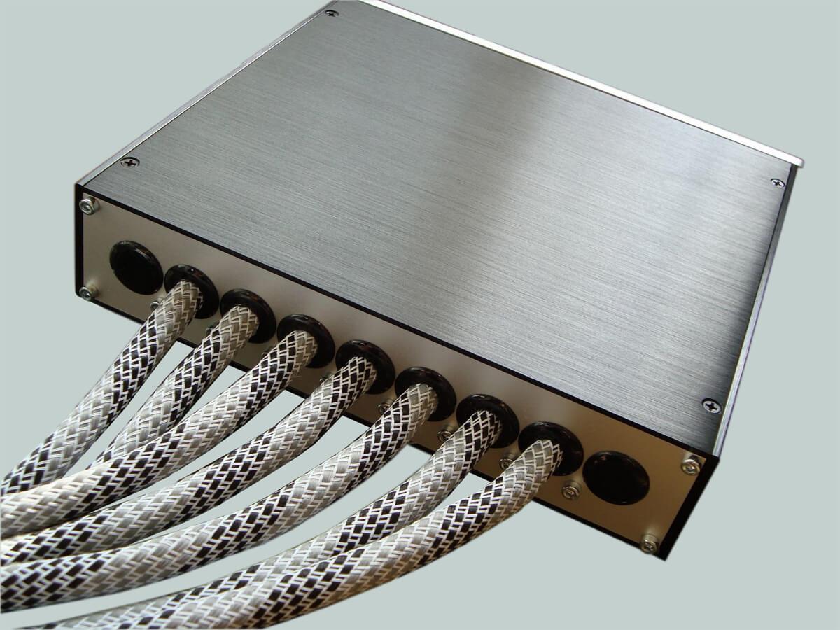 Makroaudio Stromverteiler MKII Rückseite