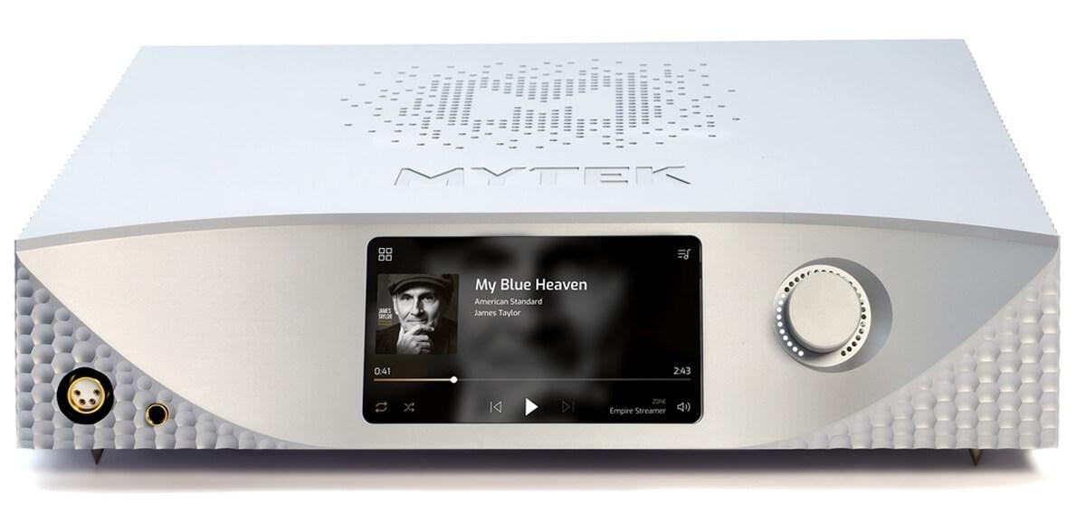 Mytek Empire Frontseite: Linkerhand zu sehen je ein symmetrischer und unsymmetrischer Kopfhörerausgang