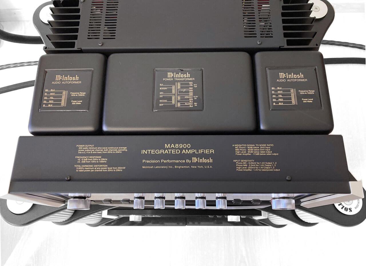 McIntosh MA8900 AC im Rack von oben