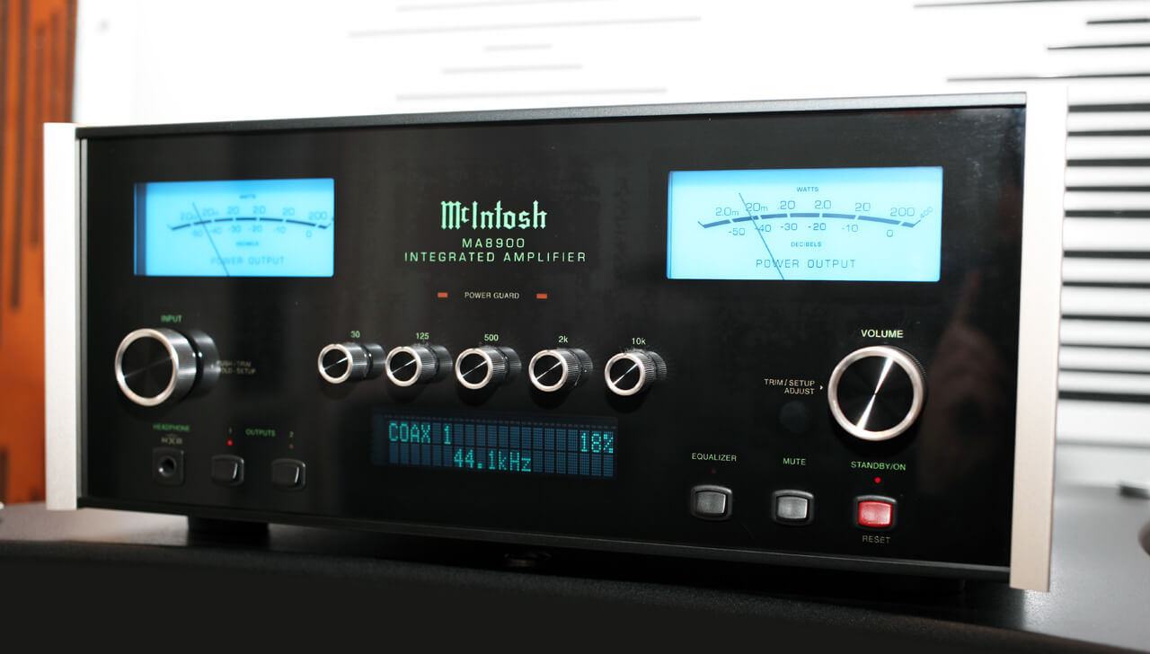 McIntosh MA8900 AC eingeschaltet
