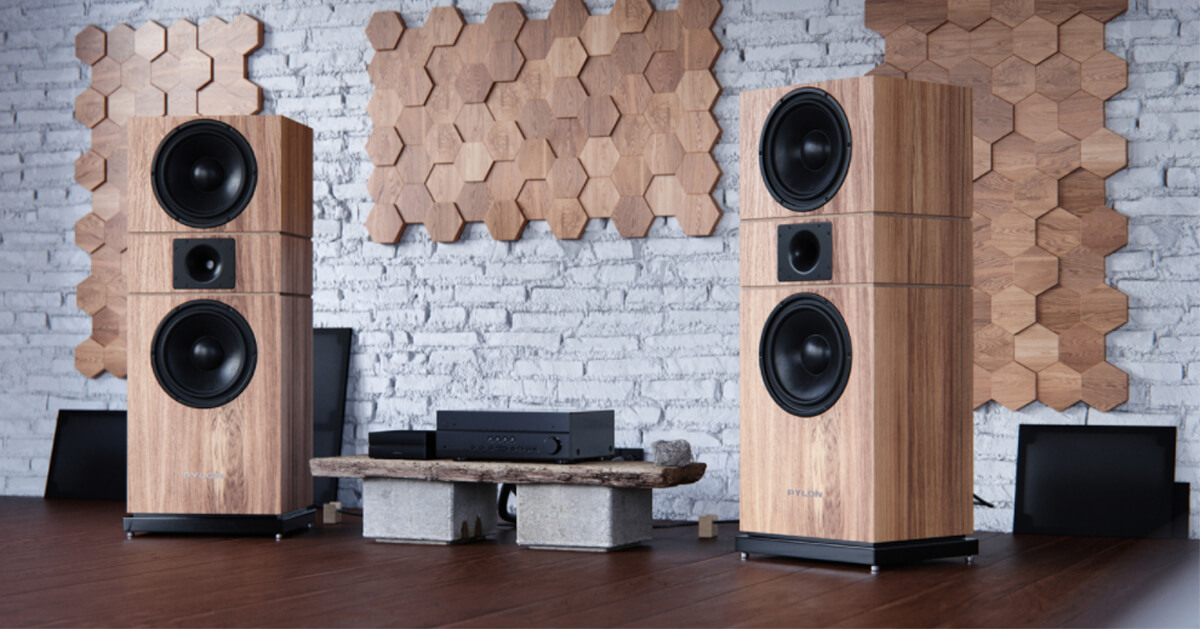 Beeindruckender Auftritt - hier die Pylon Audio Amber MKII in einer Variante mit Holzfurnier