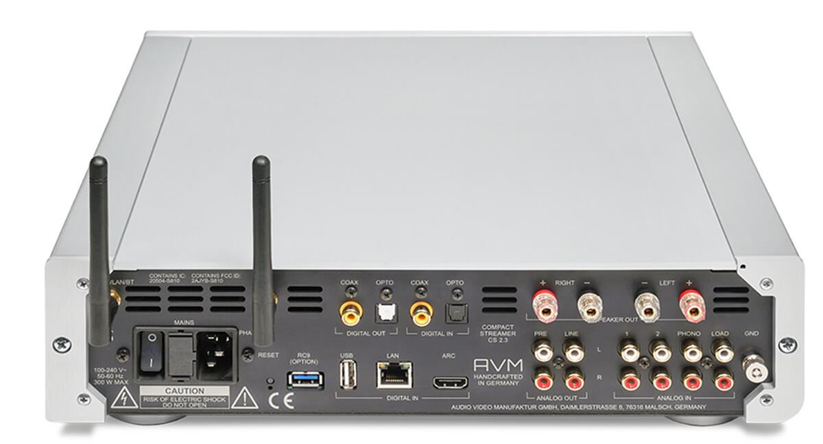 Die Rückseite des AVM CS 2.3 CD-Receivers - zahlreiche Ein- und Ausgänge machen das Gerät zur vollwertigen Schaltzentrale
