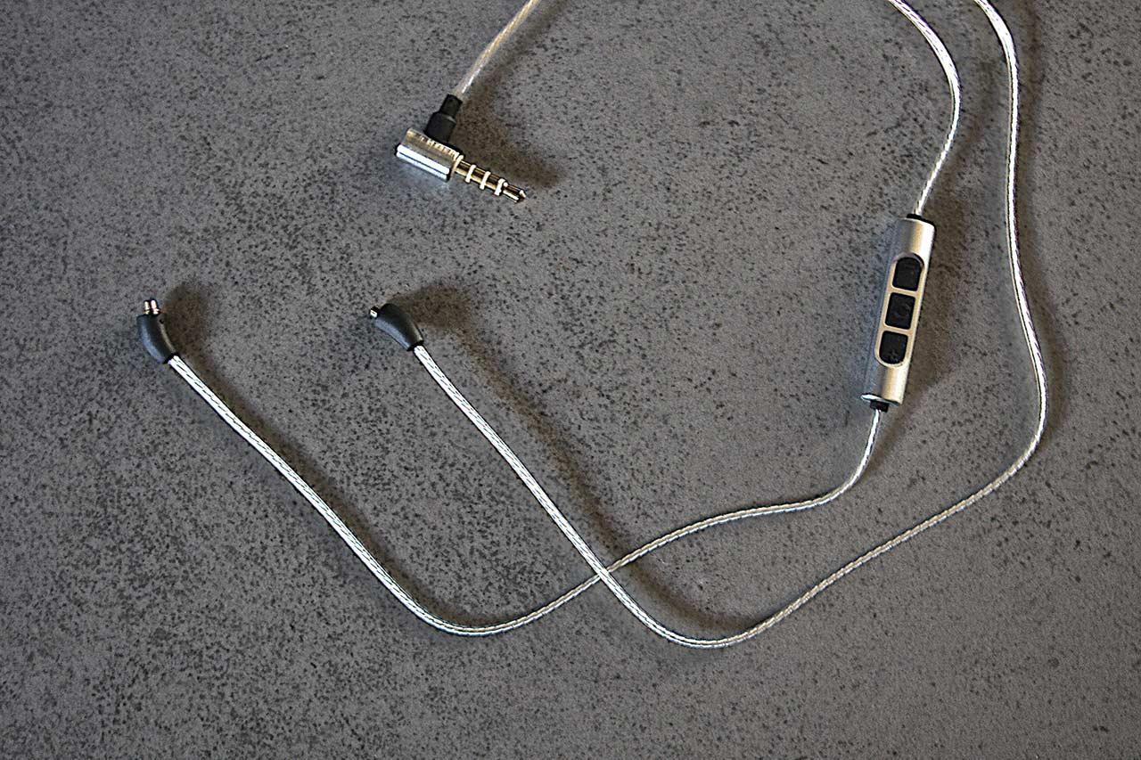 Der Beyerdynamic Xelento Wireless lässt sich auch ganz normal kabelgebunden betreiben