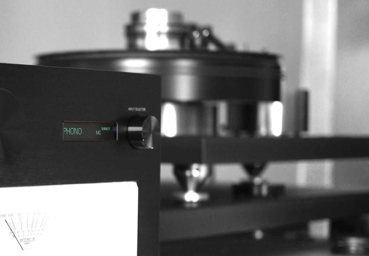 Technics SU-R1000 mit Plattenspieler