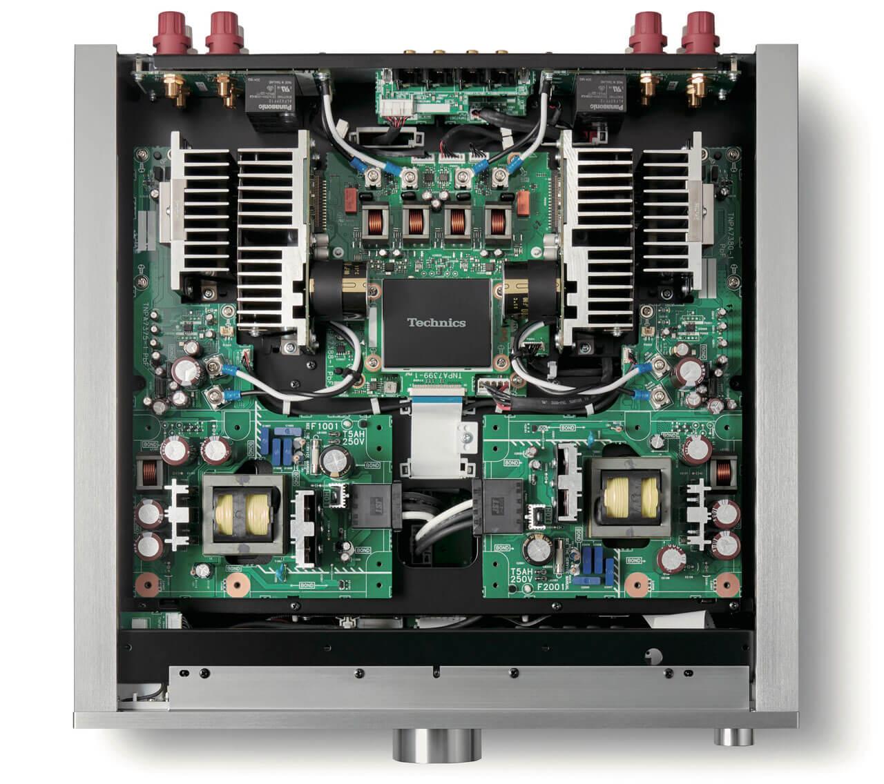 Technics SU-R1000 von innen: Trafo und Elektronik